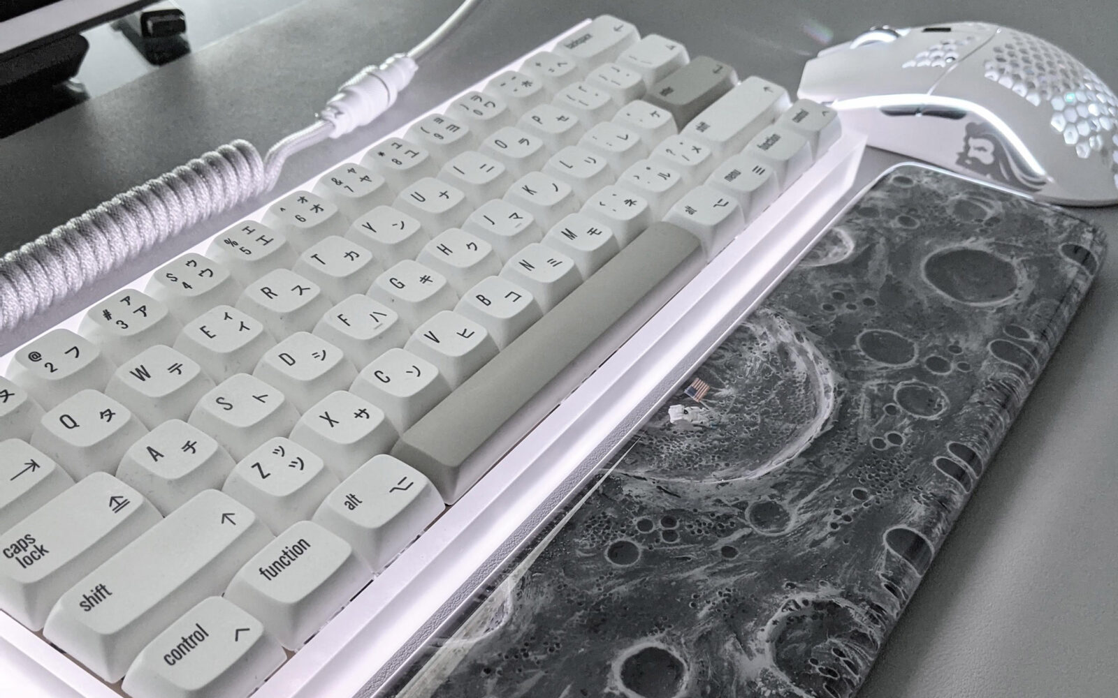 A fascinating Mechanical Keyboard Setup inspired by the NASA moon landing