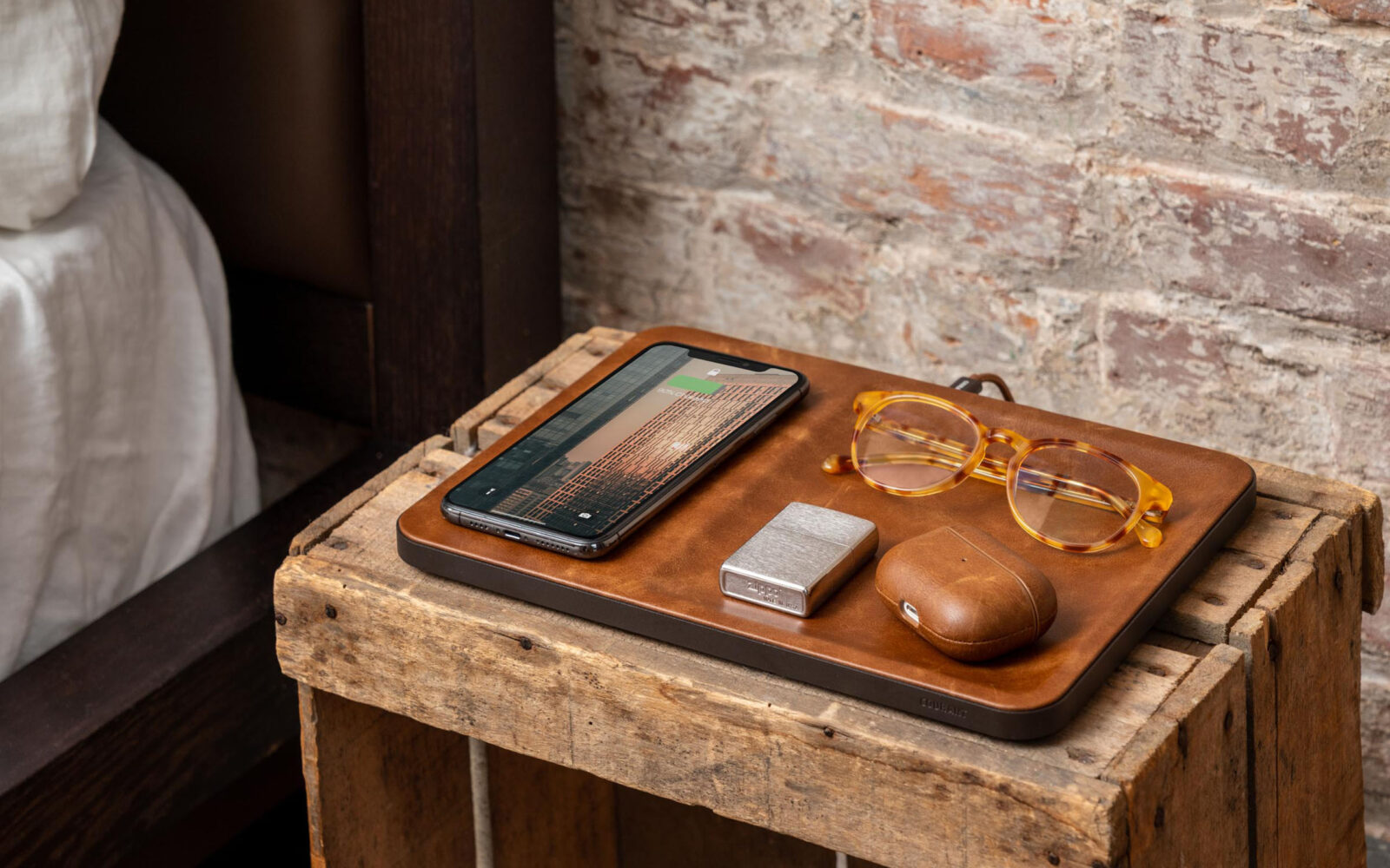 Courant CATCH:3 recharges your smartphone and empties your pockets with elegance
