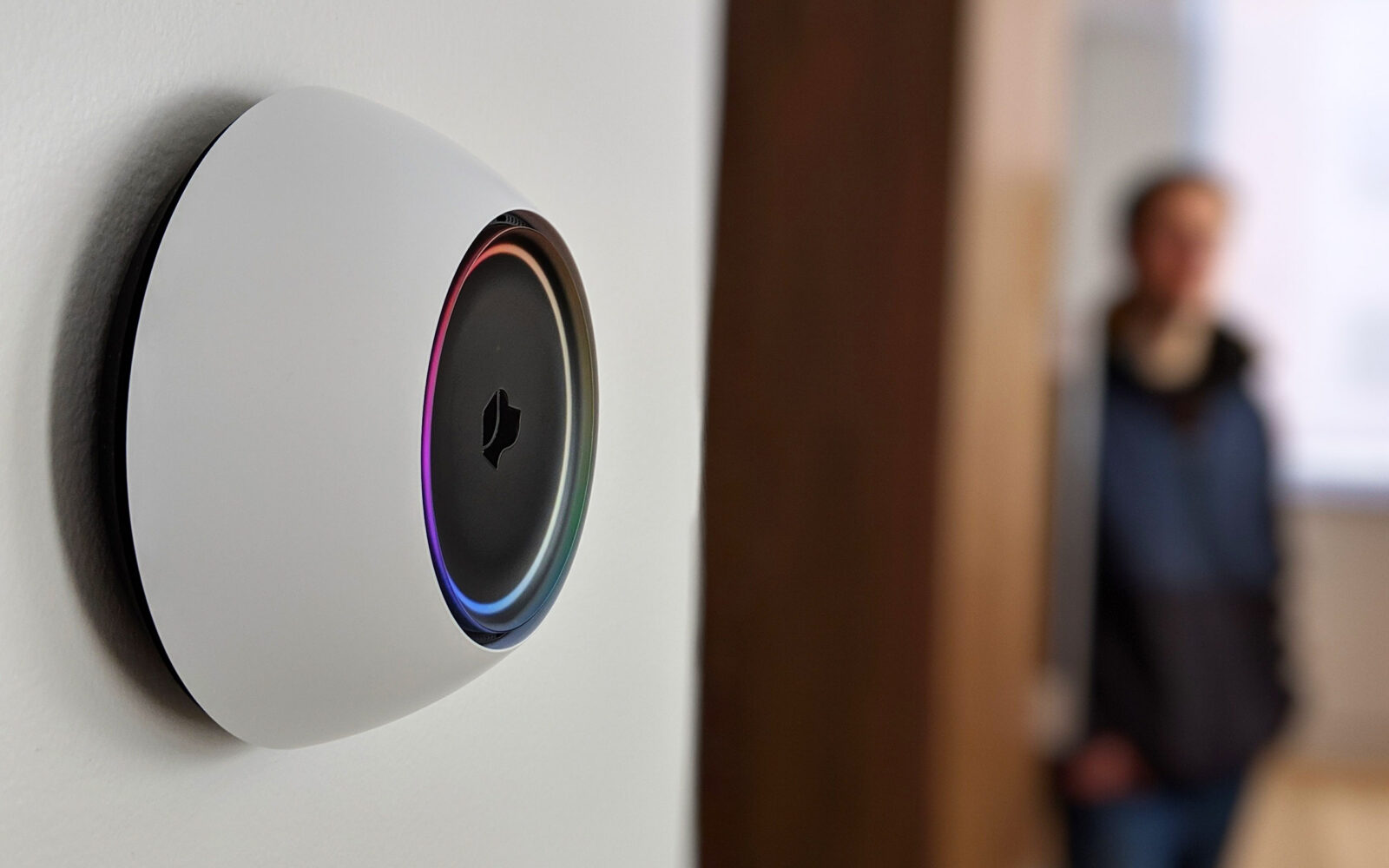 A smart button that also works as a home butler by learning your preferences with AI