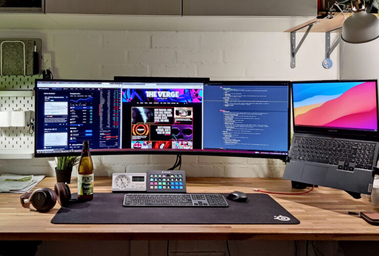 Simplicity and mobility are the focus of this developer desk setup